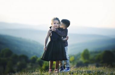 Ονειροκρίτης αγκαλιά (αγκαλιάσμα - αγκαλιάζω)