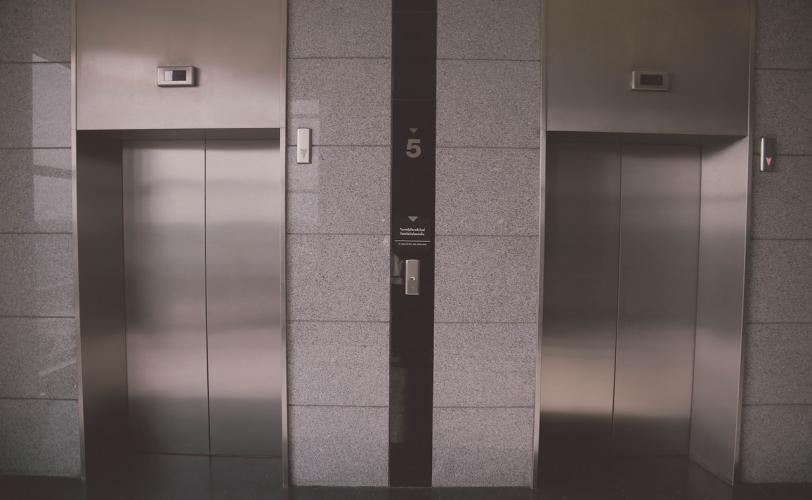 Ονειροκρίτης ασανσέρ - ανελκυστήρας