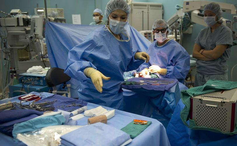 Ονειροκρίτης εγχείρηση (χειρουργείο - χειρουργός)